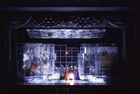 朝倉摂さんが手がけた「エンジェルス・イン・アメリカ」の舞台