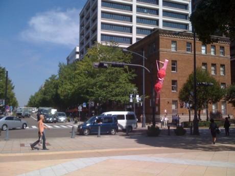 日本大通りとZAIM(右手前)