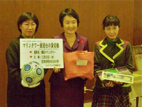 記者会見での林横浜市長(中央)と岩室晶子さん(右)、飯田信子さん(左)