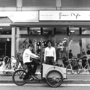 山下町の自転車店で写真展-「アリtoキリギリス」石井正則さんら