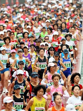 「2008東京国際女子マラソン大会ファイナル」のスタート風景