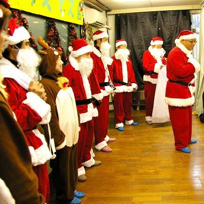 サンタによる福祉施設の訪問(昨年の様子)