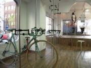 関内にジョガー・ツーキニスト向け施設-室内でロードバイク保管も