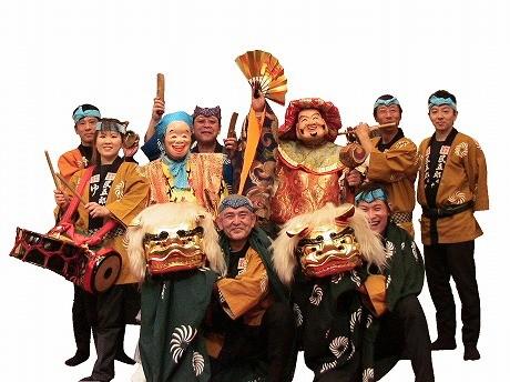 獅子舞を披露する「岡田民五郎社中」