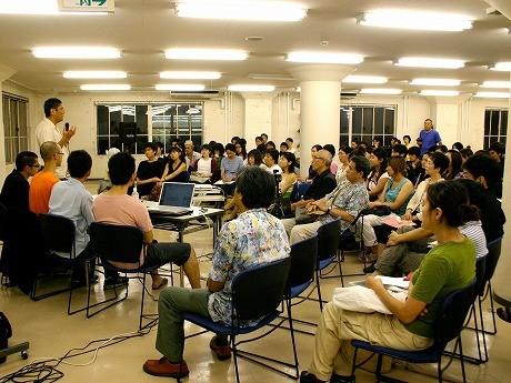 「横浜トリエンナーレ2005 トリエンナーレ学校」の様子