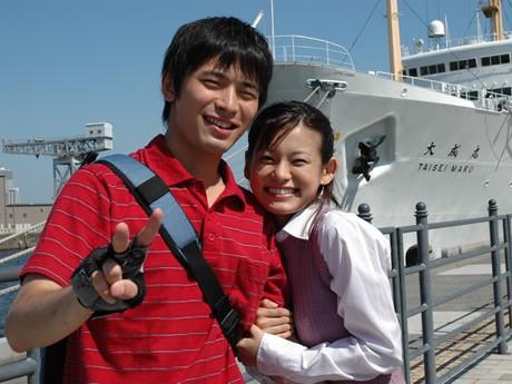 劇中で「吾朗とさやか」を演じる福嶋一生さんと津田絵理奈さん