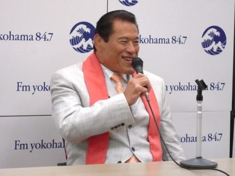 番組発表で笑顔を見せる猪木さん