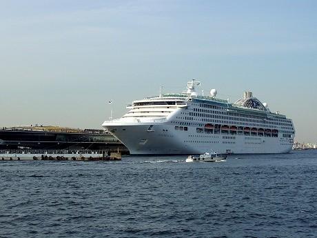 3月30日、横浜港に初寄港した大型客船「サン・プリンセス」