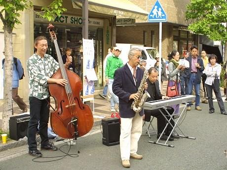 昨年行われた「ヨコハマ吉田町通り アート&ジャズフェスティバル」の様子