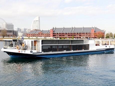 京浜フェリーボートの遊覧船「ローズ」