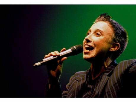 フランス人の女性歌手ムーロンさん