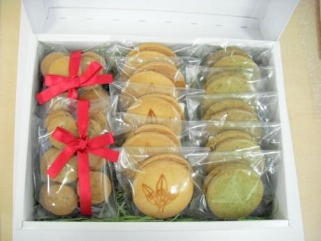 6月10日より販売開始する共同開発商品「横濱オリーブクッキー」(箱入りセット)