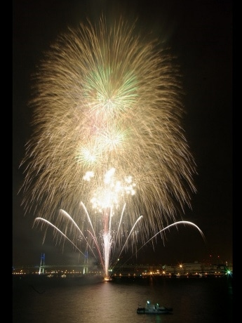 昨年の横浜開港祭で、最終日に打ち上げられた花火