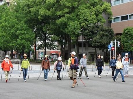 「横浜風エンジョイノルディックウォーキング大会」の様子(第29回 横浜開港祭)