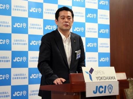 7月22日の会頭記者発表会で挨拶する日本青年会議所、第59代会頭の相澤弥一郎さん