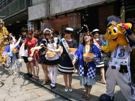 7月23日に行われた「横浜打ち水大作戦」の様子