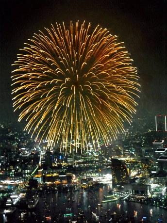 神奈川新聞花火大会の様子