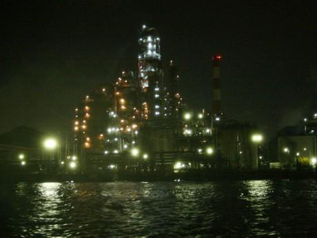 幻想的な工場夜景を満喫できる