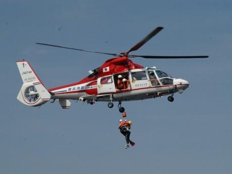 ヘリコプターによる救助デモの様子