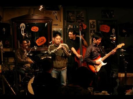 © YJP 撮影クルー小林「横濱JAZZ PROMENADE」(2009年、ジャズクラブ「King's Bar」)