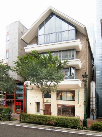 日本初・5階建てヘアサロン「Core Flock Anticato 馬車道本店」外観