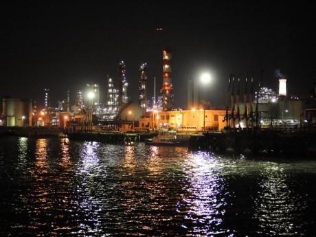 ツアーでは、日本の四大工場地帯のひとつ、京浜工業地帯の夜景を運河から眺めることができる「工場夜景ジャングルクルーズ」も楽しむことができる