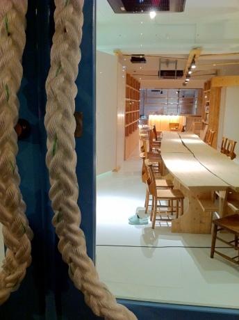 ギャラリーカフェ&コミュニティスペース「Cafe ORCA Echoes(カフェ オルカ・エコーズ)」