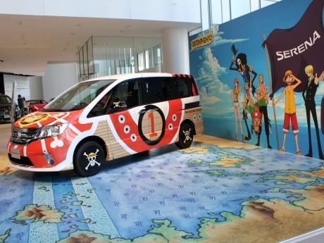 日産の新型セレナと人気アニメ「ONE PIECE(ワンピース)」のコラボレーションカー「サウザンド・セレナ号」が期間限定で展示されている