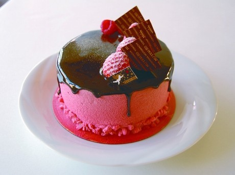 霧笛楼が限定発売するバレンタインケーキ「ショコラルージュ」