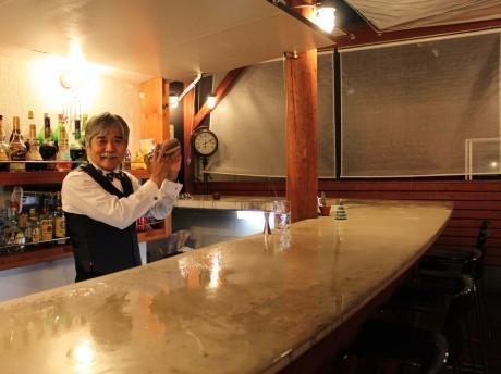 「The Bar Tenmar」マスターの斎藤天馬さん