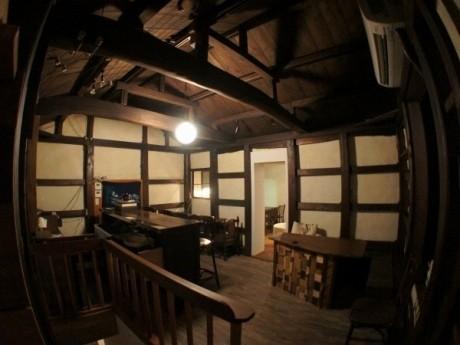 築120年の蔵を生かした蔵ダイニング「大衆飯酒場 KULA KULA Dining」