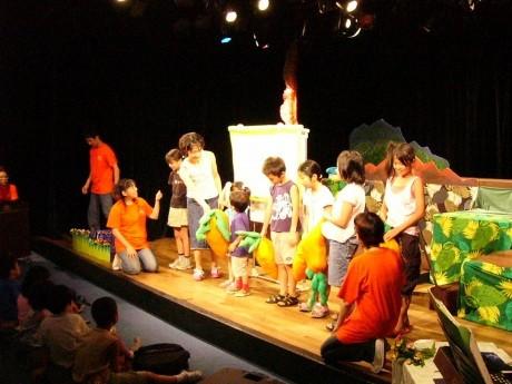 劇場で行われた子どもワークショップの様子