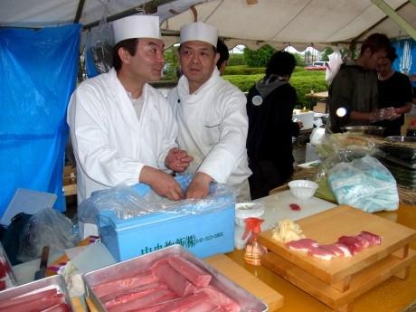 宮城県名取市で行った炊きだし「元気!屋台村」では約20種2万食を提供。「マグロの解体ショー」も行われた