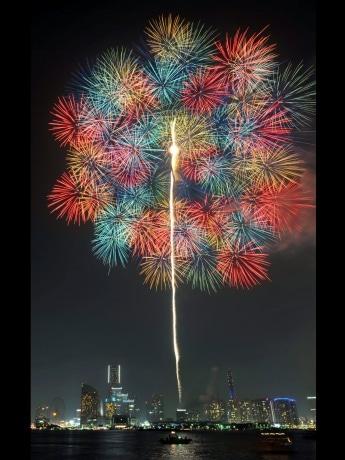 昨年の「神奈川新聞花火大会」