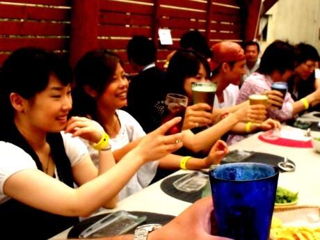 「濱コン」開催中の「The Bar Tenmar」の様子