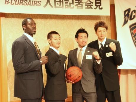 入団が発表された横浜ビー・コルセアーズの4選手(左からファイ選手、山田選手、蒲谷選手、堀田選手)