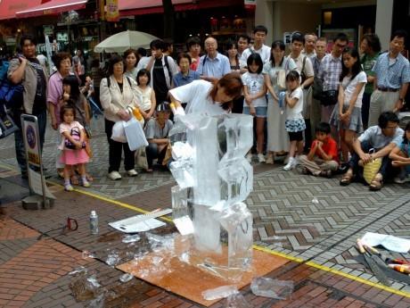 昨年の「神奈川県氷彫刻 コンクール大会」の様子