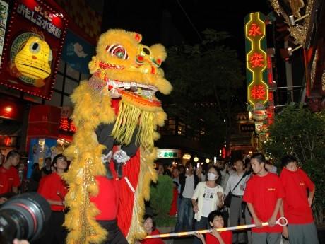 昨年開催された「国慶節」慶祝獅子舞の様子