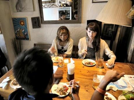 前回の「濱コン」には関内地区のレストラン、バー、居酒屋などの飲食店29店舗が参加し、1200人の男女が新しい出会いをたのしんだ