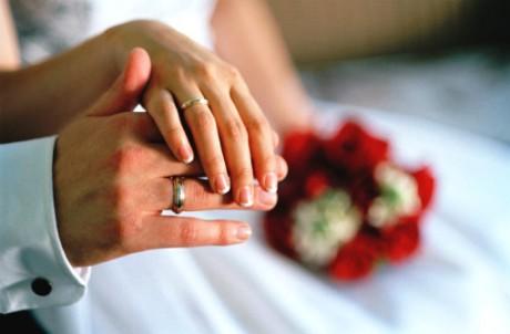 結婚を希望している独身者を子どもに持つ親・親族による「代理お見合い交流会」を行う