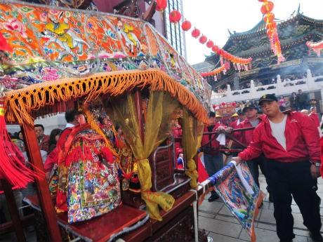 昨年の「媽祖祭」神輿パレードの様子