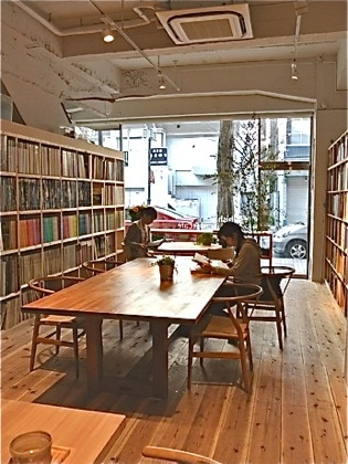 「Archiship Library&Cafe」の店内