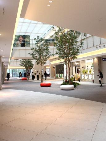 「みなとみらいグランドセントラルテラス」の1・2階に飲食店を中心とした23店舗が開業する