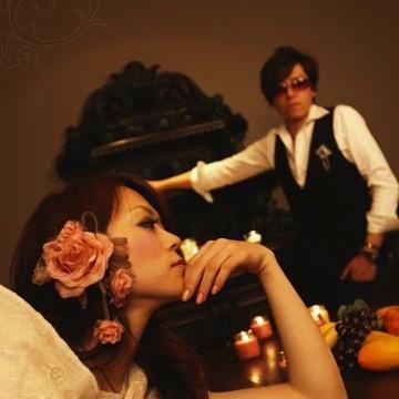 「カリーナの林檎」のエンディングテーマを担当したRose in many Colors