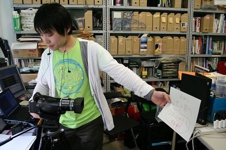 エリアワンセグ放送を用いた地域防災情報訓練実験を行う東海大学の学生