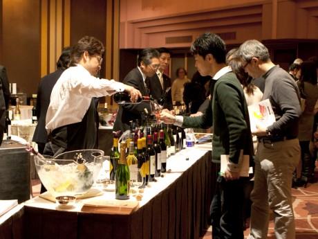 昨年のワイン・テイスティングの会の様子