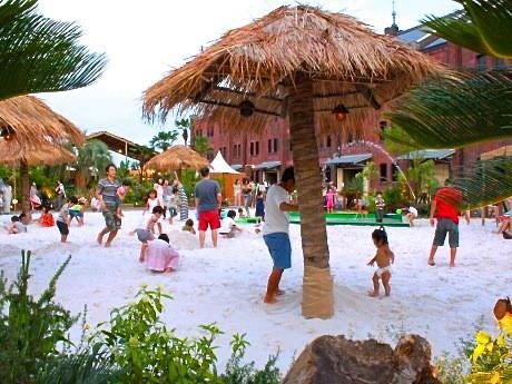 南国リゾートをイメージした「白い砂浜の楽園」