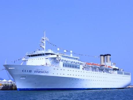 マーシャル諸島船籍の豪華客船「クラブ・ハーモニー」