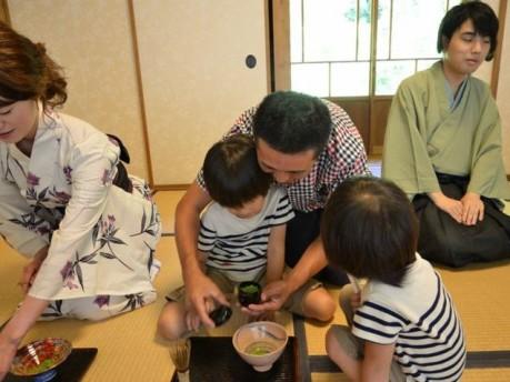 「LOTUS YOKOHAMA 2011」茶道ワークショップの様子