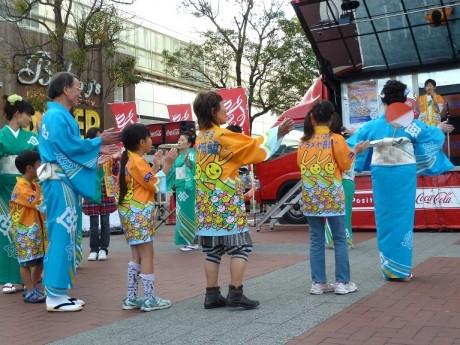 昨年の「よこはまアラメヤ音頭」盆踊りの様子